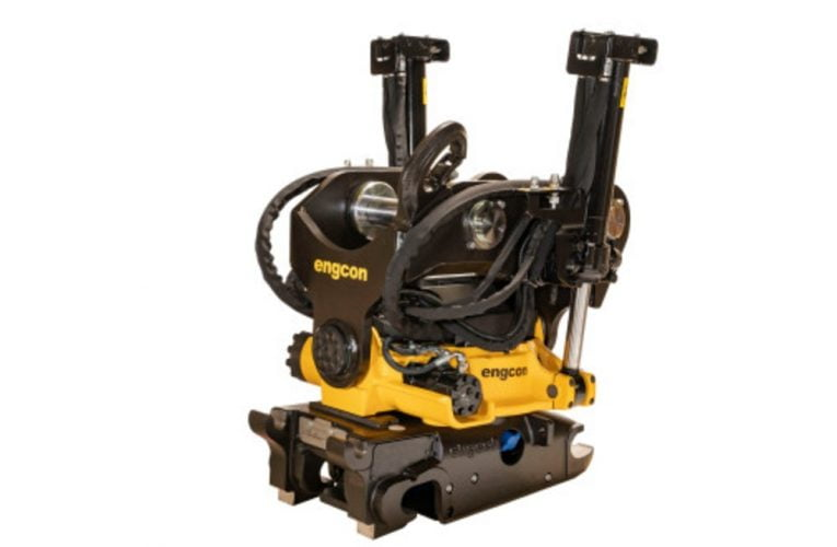 Engcons næststørste tiltrotator til større gravemaskiner får endnu kraftigere løftekrog – nu godkendt til 8 tons løft